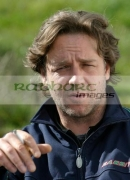 Russell-Crowe-with-cigarette