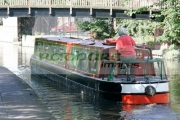 narrowboat-on-nottingham-canal-with-tow-path-footbridge-from-rear-nottingham-england