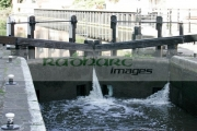 Castle-lock-gates-with-water-flowing,-nottingham-canal,-nottingham-england