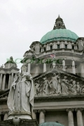vertical-Statue-Queen-Victoria-outside-Belfast-City-Hall-on-grey-overcast-day-in-March-2007